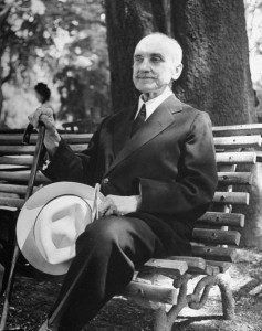 George-Santayana-on-Bench