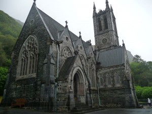 800px-Neo-gothic_church_at_Kylemore